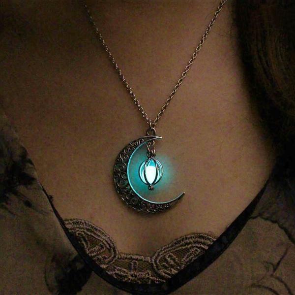 Luna con Corazón Fluorescente